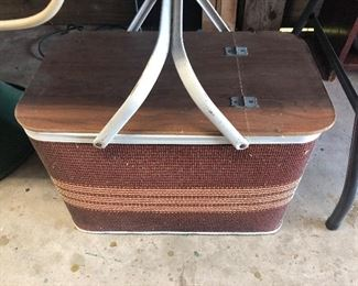 NICE OLD PICNIC BASKET WITH PIE INSERT