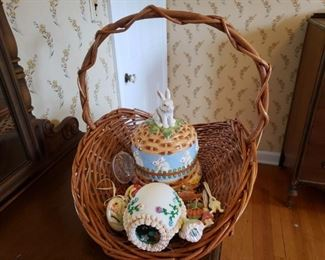 Sugar Egg Diorama and More https://ctbids.com/#!/description/share/268282