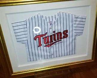 Harmon Killebrew signed TWINS jersey framed
