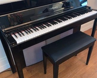 Yamaha organ/ piano with bench