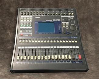 YAMAHA O3D 16-Channel Digital Mixer