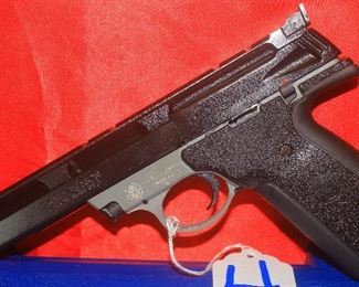 4SMITH&WESSON22A-122AUTO2-MAGS, CASE