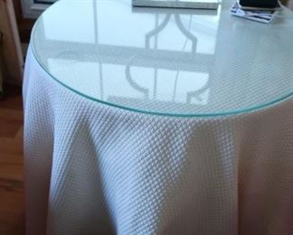 round  lamp/display  table
