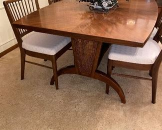 MID-CENTURY MODERN WALNUT DINING SET WITH 6 CHAIRS
