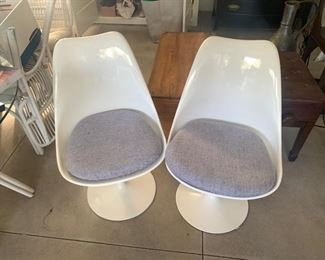 Saaranin-esque fiberglass chairs