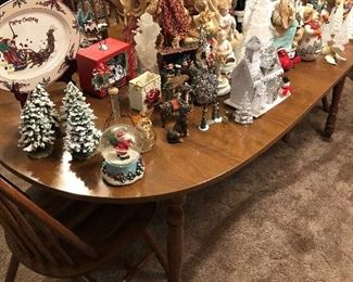 DINING TABLE W/2 LEAVES AND 4 CHAIRS, CHRISTMAS DECOR