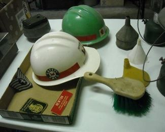Assortment of Corps of Engineers accessories