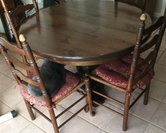 Table and Chairs https://ctbids.com/#!/description/share/273025
