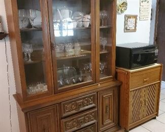 China cabinet, one piece