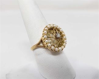 101: 14k Gold Diamond Pearl Ring, 5.4 This rings is a 14k diamonds gold pearl, it weighs approximately 5.4g and is sized at approximately 8.5 Metal Type: Yellow Gold Ring Size: 8.5 Gemstones: Diamond