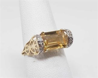 152: 10k Gold Topaz Ring, 1.7g This Beautiful 10k gold topaz ring weighs approximately 1.7g and is approximately a size 6.5 Metal Type: Yellow Gold Ring Size: 6.5 Gemstones: Topaz