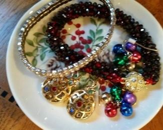 Getting a bead on Christmas jewelry