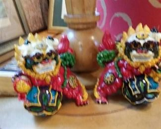tbs Chinese temple lions statuettes