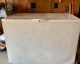 #34Frigidaire large commercial grade chest freezer works great $40.00