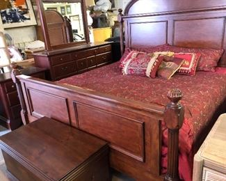 Gorgeous King Bedroom set!