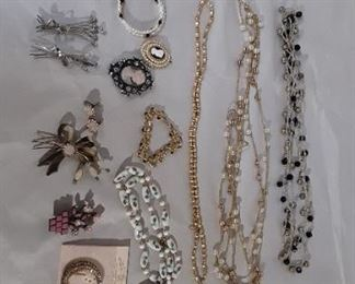 Costume Jewelry Lot #: 78