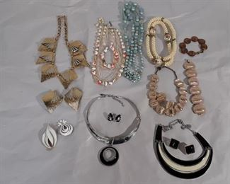 Costume Jewelry Lot #: 97