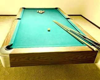 8' Slate regulation Pool / Billiard Table With 3 pool cues & set of balls