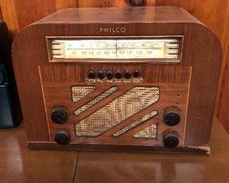 Philco tube wood table radio