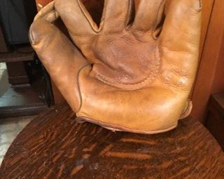 Vintage baseball glove SB70 USN