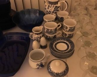 Blue Willow - cups/sauces, tea pot, creamer/sugar