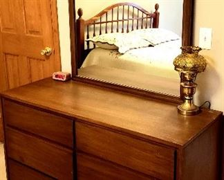 Well mad six drawer dresser with mirror