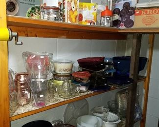 Kitchenware, including some vintage Pyrex