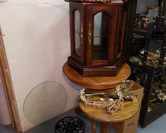 Assorted furniture & decorative items