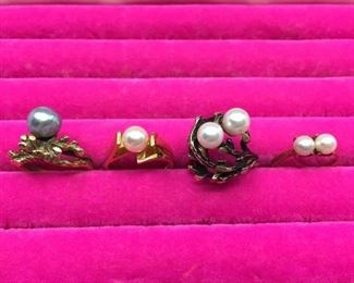 Four Pearl Rings https://ctbids.com/#!/description/share/274698