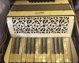 Vintage Cache accordion with case
