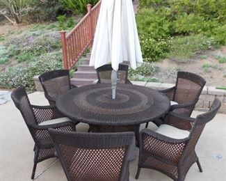 Lloyd Flanders/ Lloyd Loom patio dining set