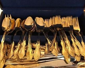 STAINLESS GOLD FLATWARE SET