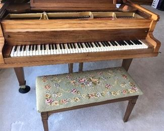 1900 Baldwin Baby Concert Grand Piano, made in Ohio, The Baldwin grand is awarded the Grand Prix at the Paris Exhibition. As a result, Baldwin joined a very limited group of manufacturers supplying concert grands for performing artists.