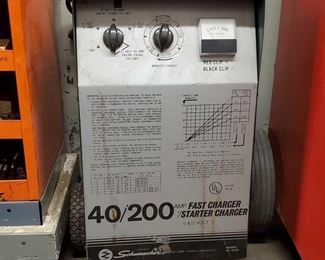 """4022: Schumacher 40/200 AMP Fast Charger w/ Starter Charger 6&12 Volt Model #- SE-4020 measures approx 12""""x12""""x35"""""""