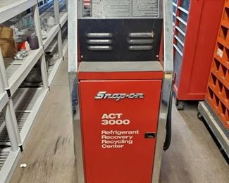 """4024: Snap-On Refrigerant Recovery Recycling Center Model #- ACT3000 Measures approx 23""""x21""""x47'"""