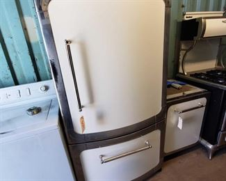 """3004: Heartland Appliances Refrigerator and Freezer Measures approx 30""""x36""""x69"""" Model number- 3115-00R0200"""