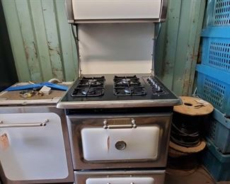 3008:Heartland Appliances Stove and Oven