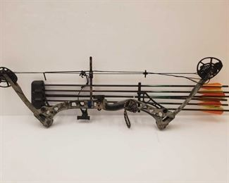 """1054: Diamond Compound Bow with RedHead Arrows Bow measures approx 37"""" Arrows measure approx 34"""" Draw weight 60lbs Dtaw length 24"""""""