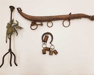 1094: Rustic Home Decor Includes horshoe windchime, wall mount and candle stick