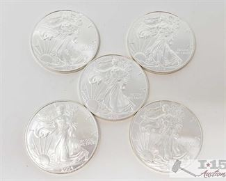 #2047 • Five .999 Fine $1 Silver Walking Liberty 1oz Coins  2004, two 2013 and 2015 coins