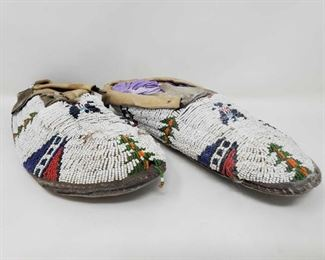 """#1048 • Native American Pair of Moccasins measures approx 10 ' x  3.5"""""""