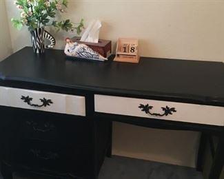 Black / White Desk