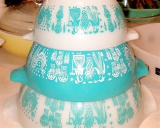 Pyrex Turquoise Amish Butterprint Bowl Set