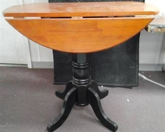 Drop Leaf Pedistal Wood Table
