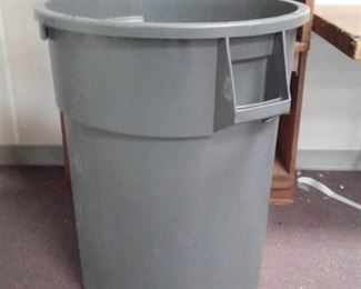Round Rubbermaid type Trash Bin