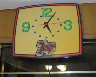VINTAGE 7 UP LIGHTED CLOCK