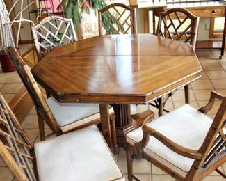 Octagon table w 2 large leaves