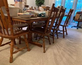 #21 ethan allen signature service trussel table w/ 8 chairs (NOTE 4 of each style) and 2 leaves 55-90x38x28 $500.00