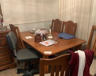 Oak dining with 6 chairs