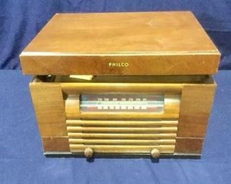 Philco tube radio/record player https://ctbids.com/#!/description/share/276179